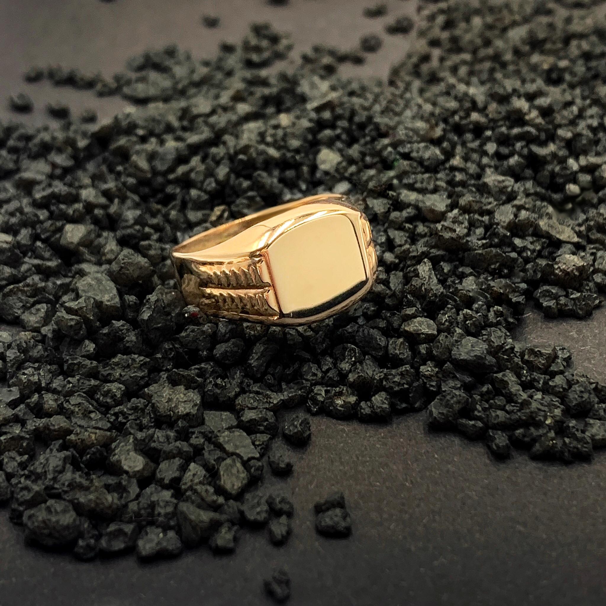 Золота печатка без вставок