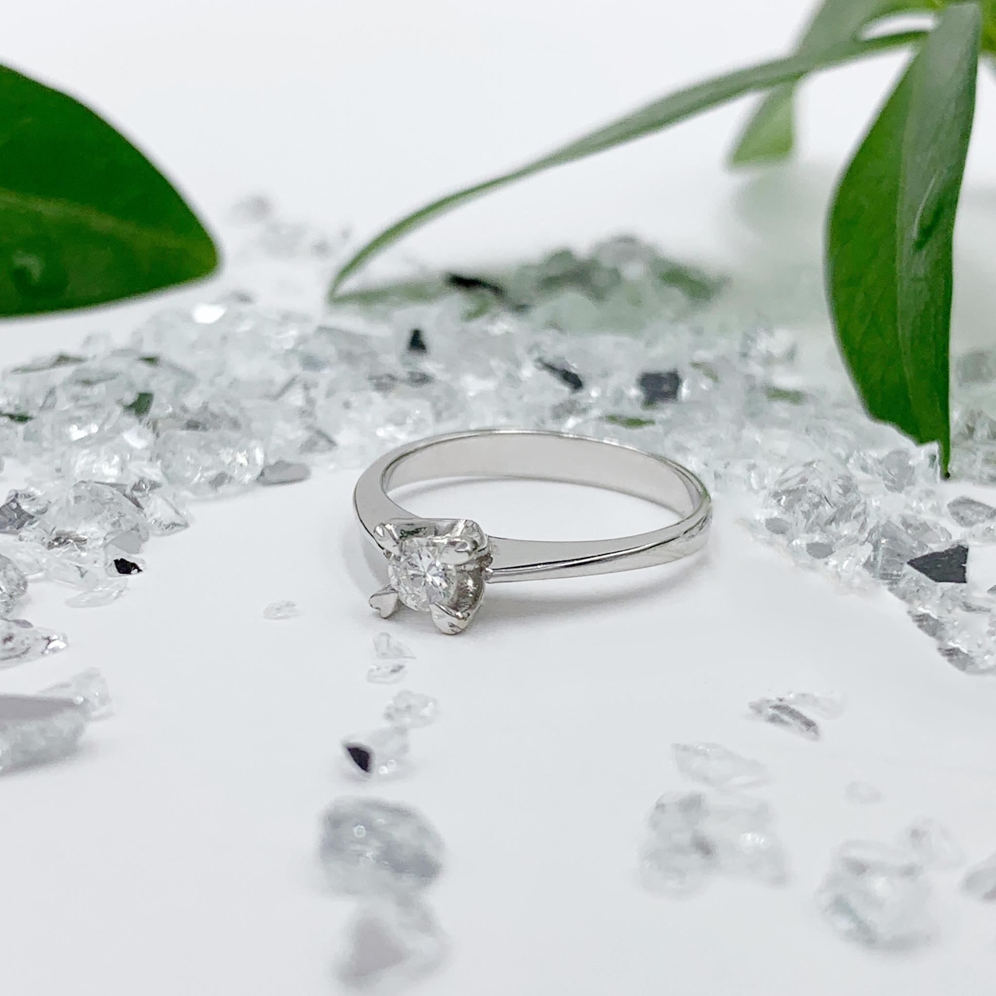 Золотий перстень з діамантами