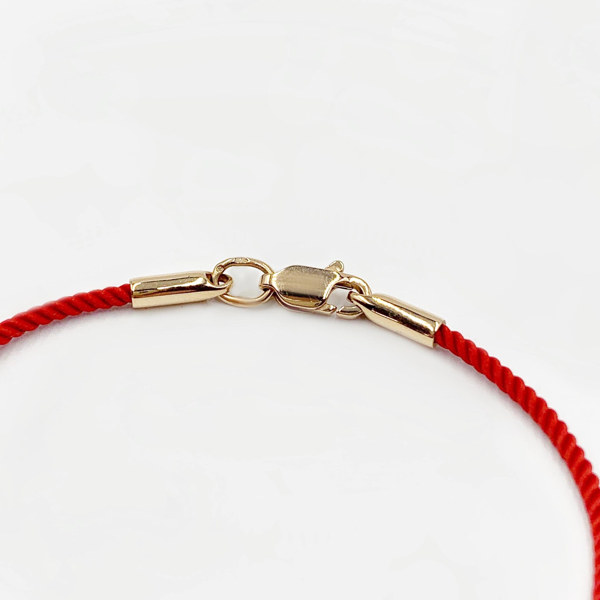 Золотий браслет червона нитка