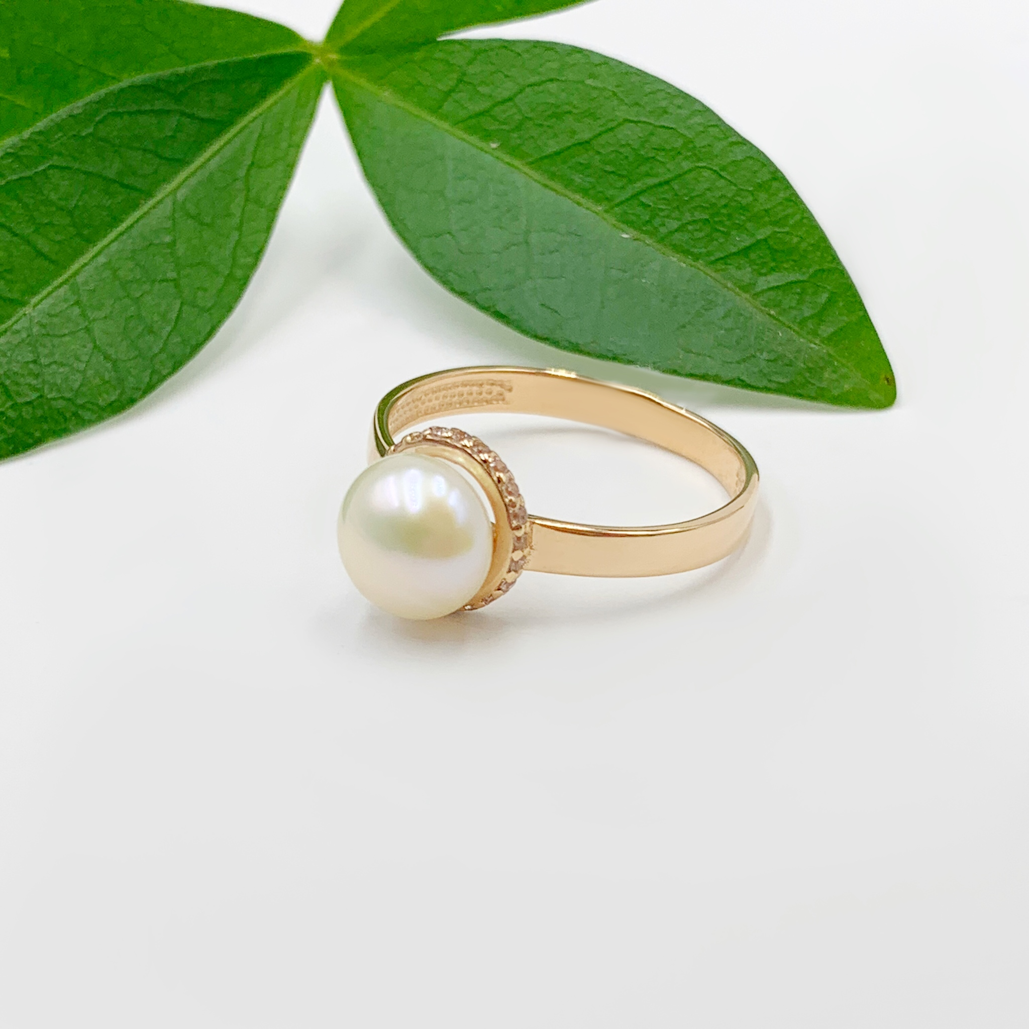 Золотий перстень перлина