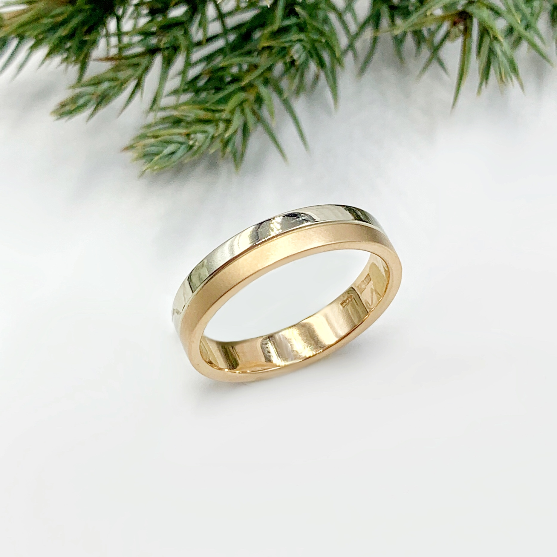 Золота обручка з білим золотом
