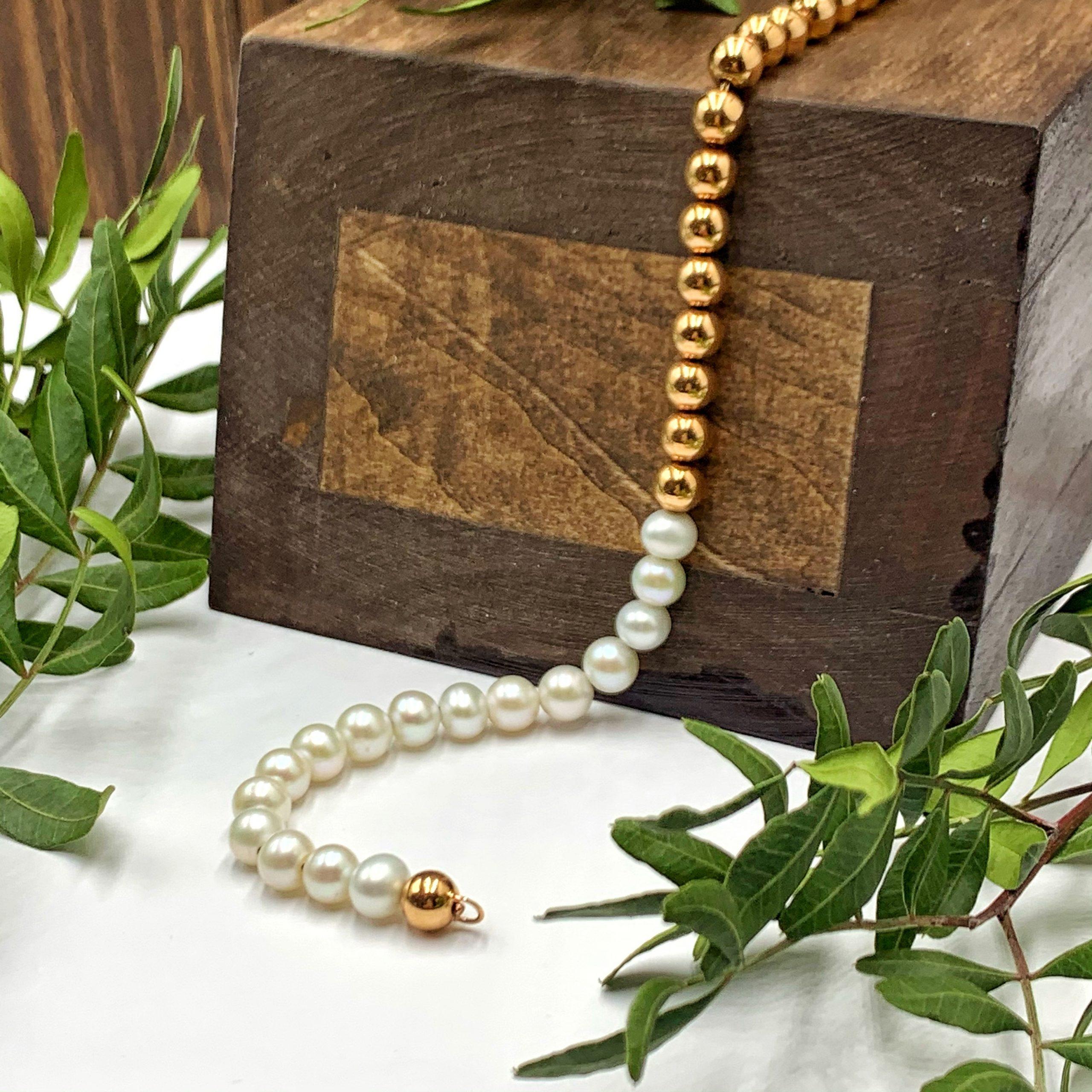 золотий браслет з перлинами